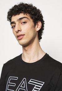 EA7 Emporio Armani - T-shirts print - black/white - 3