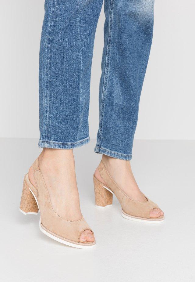 Sandály na vysokém podpatku - caramel