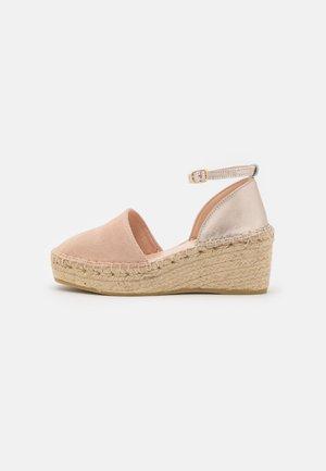 Platform heels - beige