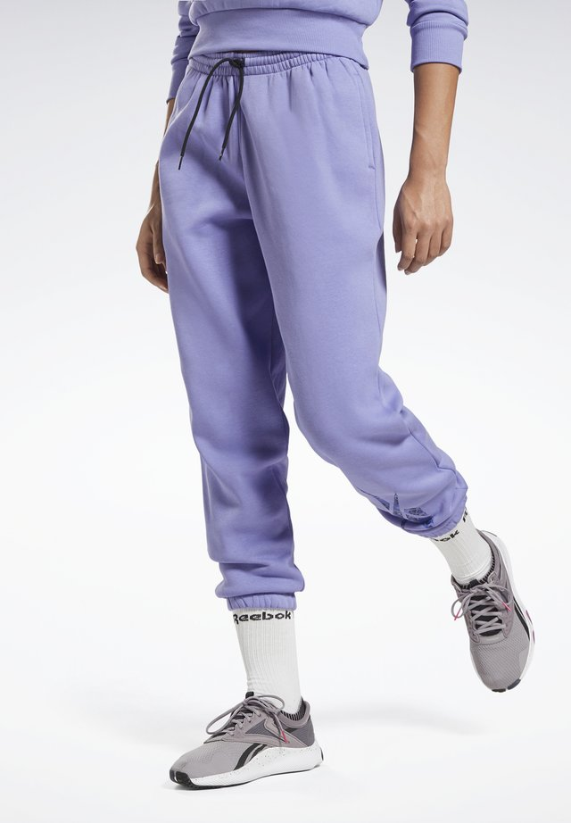 MODERN SAFARI PANTS - Tracksuit bottoms - purple
