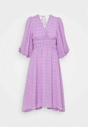 YASSHEILA 3/4 MIDI DRESS PETITE - Korte jurk - sheer lilac