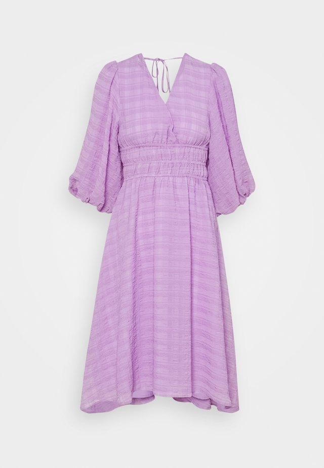 YASSHEILA 3/4 MIDI DRESS PETITE - Vapaa-ajan mekko - sheer lilac