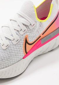Nike Performance - EPIC PRO REACT FLYKNIT - Neutral running shoes - platinum tint/black/pink blast/total orange/lemon - 5
