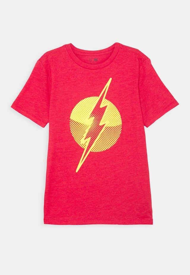 BOY SHIELD TEE - T-shirt print - pure red