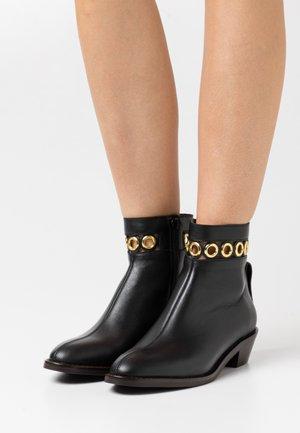STEFFI BOOTIE - Korte laarzen - black