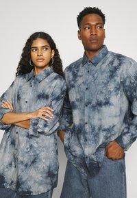 Mennace - AFTERMATH UNISEX - Camisa - grey - 3