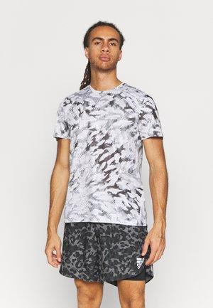 FAST ALL OVER SUPERNOVA AEROREADY - Print T-shirt - grey one/white