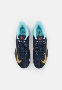 Nike Performance - Tenisové boty na všechny povrchy - obsidian/metallic gold/copa/white - 3