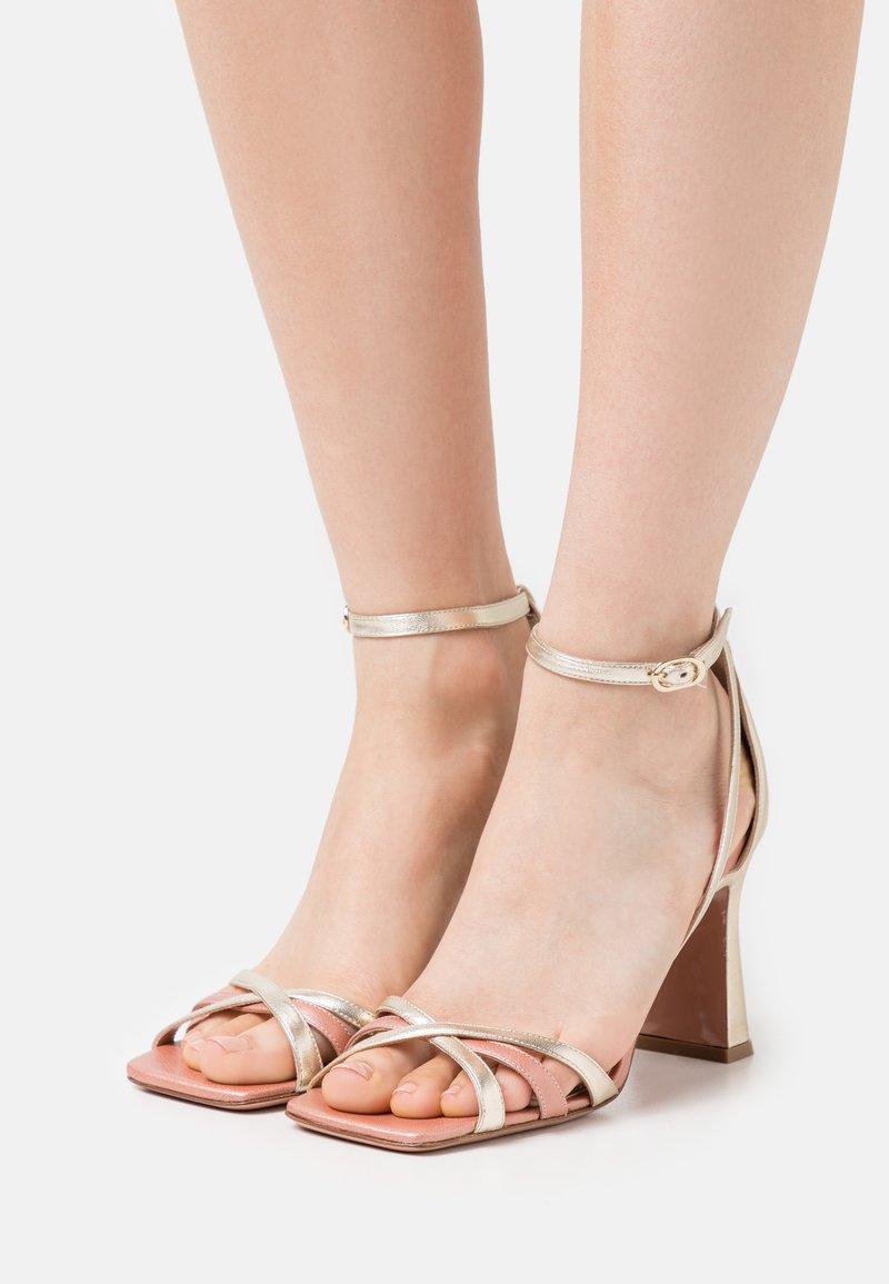 Oxitaly - ALYSSA - Korolliset sandaalit - sirio rosa/platino/rosa