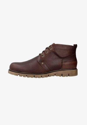 Botas con cordones - marrón