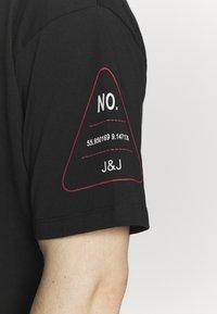 Jack & Jones - JCOLET TEE CREW NECK  - T-shirt med print - black - 5