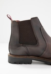 Base London - WILKES - Classic ankle boots - washed brown - 5