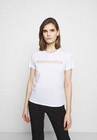 Elisabetta Franchi - T-shirts med print - gesso - 0