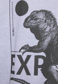 BDG Urban Outfitters - PREHISTORIC TEE UNISEX - T-shirt imprimé - lilac - 5