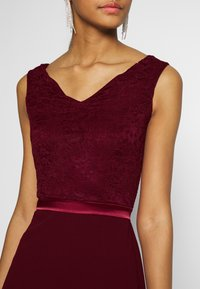 WAL G. - BARDOT BAND MIDI DRESS - Cocktailkjole - wine - 4