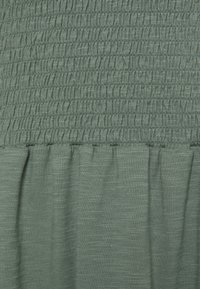 Vero Moda Curve - VMALINA ANKLE SMOCK DRESS  - Maxi dress - laurel wreath - 2