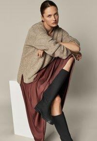 Massimo Dutti - FLIESSENDER  - A-line skirt - bordeaux - 1