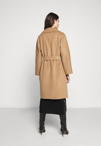WEEKEND MaxMara - Classic coat - kamel - 2