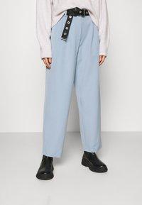 YAS - YASCORNFLOWER CROPPED PANT - Trousers - cornflower blue - 0