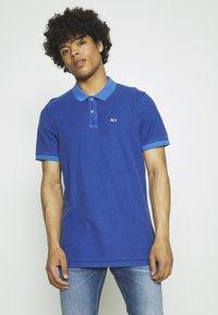 Tommy Jeans - GARMENT DYE - Polo shirt - blue - 0