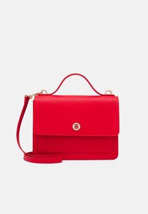 HONEY FLAP SATCHEL - Handbag - red