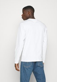 Tommy Jeans - LONGSLEEVE CORP - Maglietta a manica lunga - white - 2