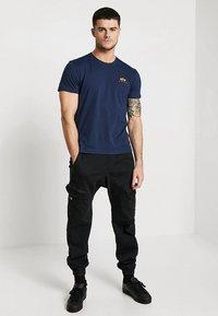 Alpha Industries - Print T-shirt - new navy - 1