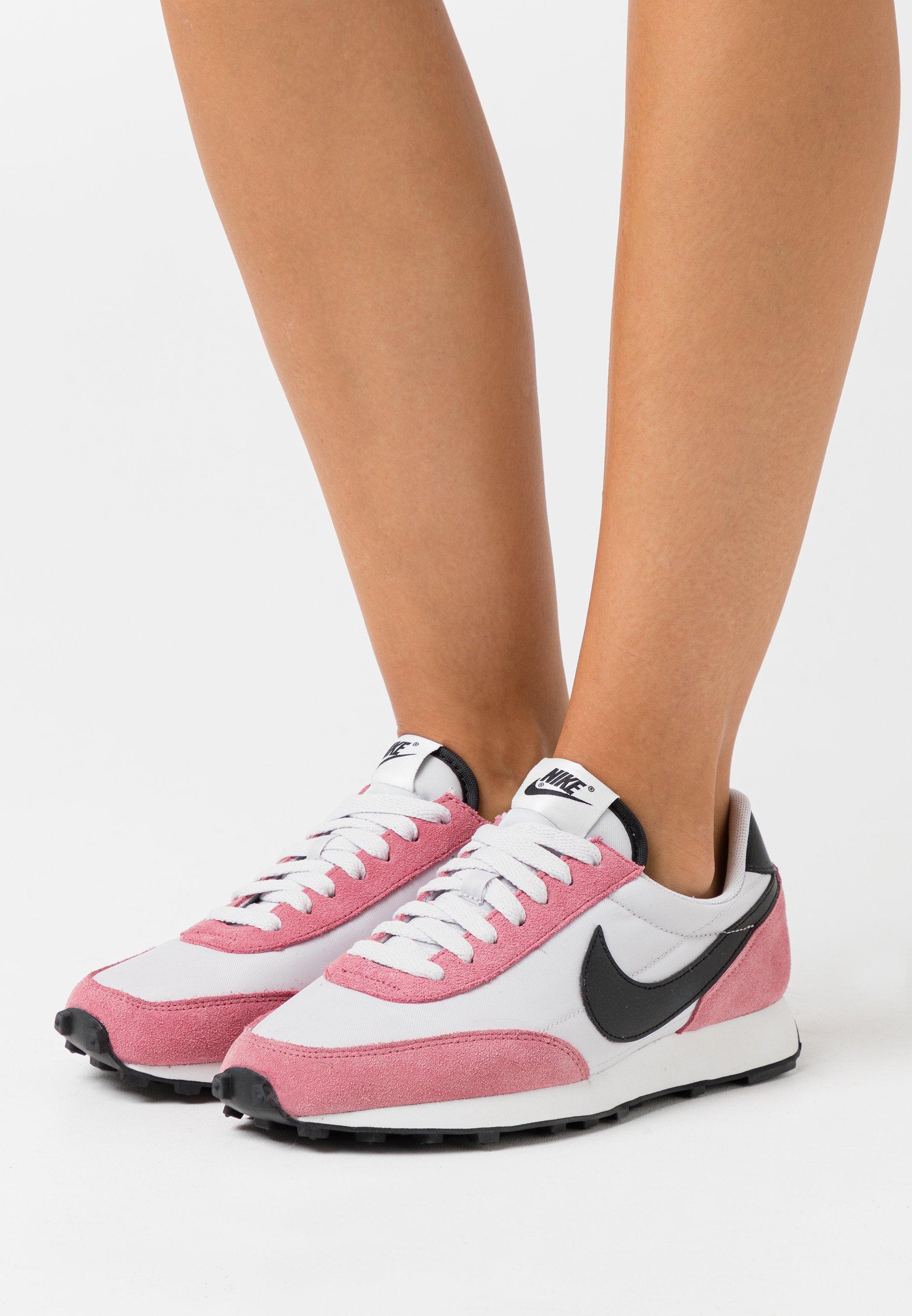 Nike Sportswear DAYBREAK Baskets basses barely rose
