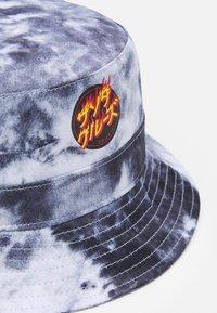 Santa Cruz - FLAMING JAPANESE DOT BUCKET HAT UNISEX - Hat - black/white - 2