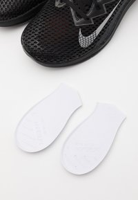 Nike Performance - METCON 6 UNISEX - Sports shoes - black/metallic silver/anthracite - 5