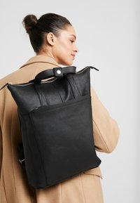 Zign - UNISEX -LEATHER - Rucksack - black - 6