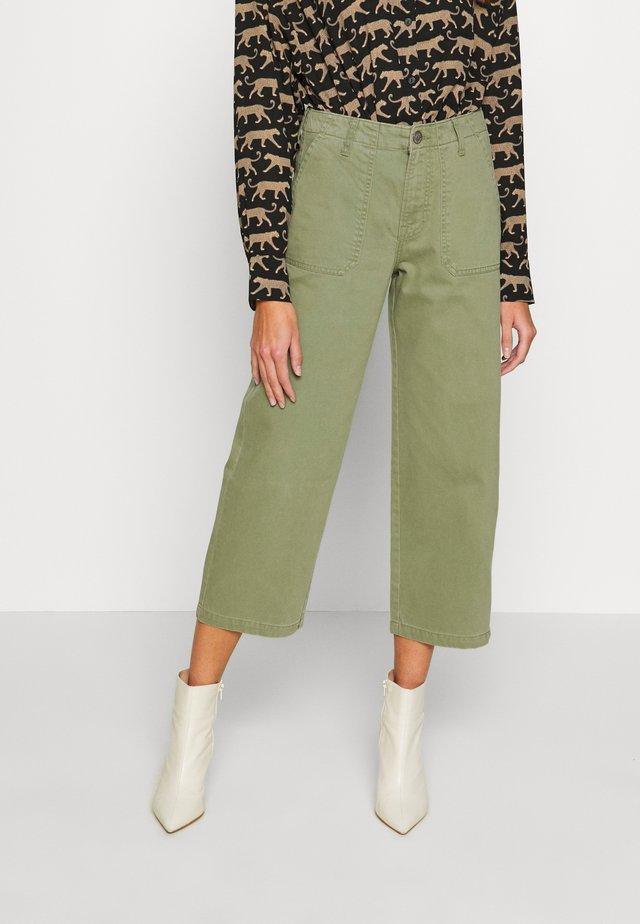 WIDE LEG - Bukse - lichen green
