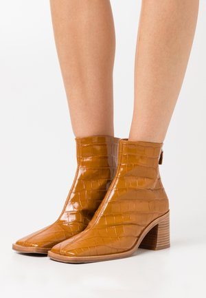 IVY TAWNY - Boots à talons - brown
