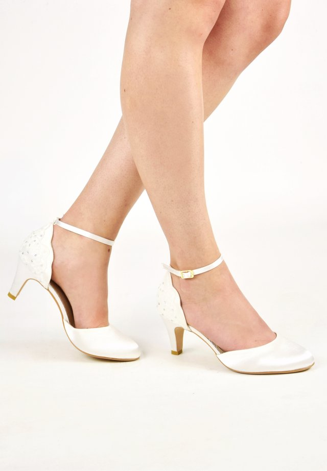 CLARA - Bridal shoes - ivory