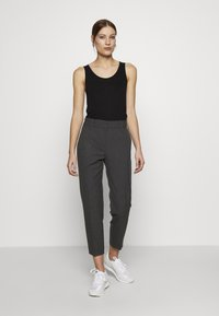 Selected Femme - SLFRIA CROPPED PANT - Pantalones - dark grey melange - 1
