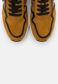 LOVE OUR PLANET by MARCO TOZZI - LACE UP - Sneakers laag - mustard - 5
