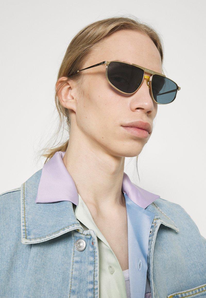 Gucci - Solglasögon - gold-coloured/gold-coloured/blue