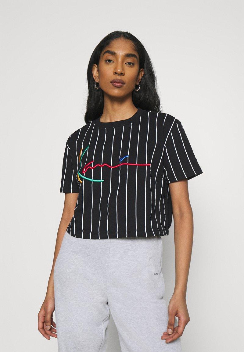 Karl Kani - SIGNATURE PINSTRIPE TEE - Print T-shirt - black