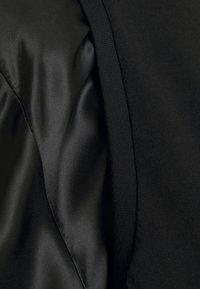 MM6 Maison Margiela - T-shirts med print - black - 6