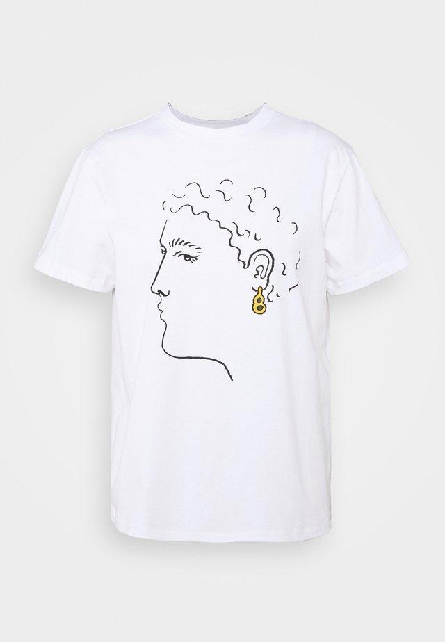 EARRING BOXY TEE - Print T-shirt - white
