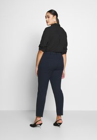 CAPSULE by Simply Be - EVERYDAY KATE TROUSER - Trousers - navy - 2