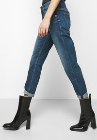 DRYKORN - LIKE - Straight leg jeans - blue - 3