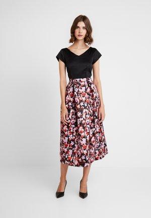 FULL SKIRT V NECK DRESS - Sukienka koktajlowa - lilac