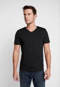 Pier One - 3 PACK  - Basic T-shirt - black - 2