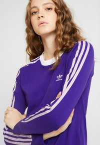 adidas Originals - ADICOLOR 3 STRIPES LONGSLEEVE TEE - Bluzka z długim rękawem - collegiate purple - 3