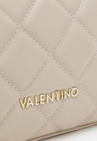 Valentino Bags - OCARINA - Wash bag - ecru - 3