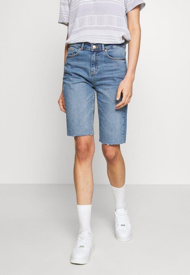 BYKATO BYKIM - Szorty jeansowe - vintage blue
