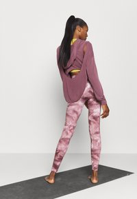 Free People - GOOD KARMA TIE DYE LEGGING - Legging - wine - 2