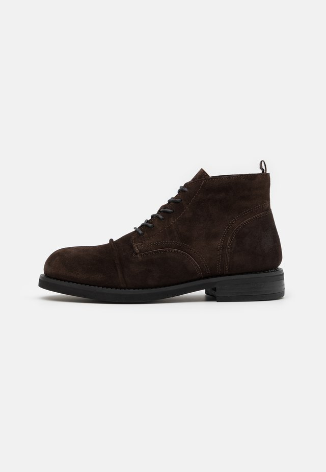 COLTAN - Botines con cordones - dark brown