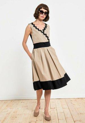 Sukienka koktajlowa - beż